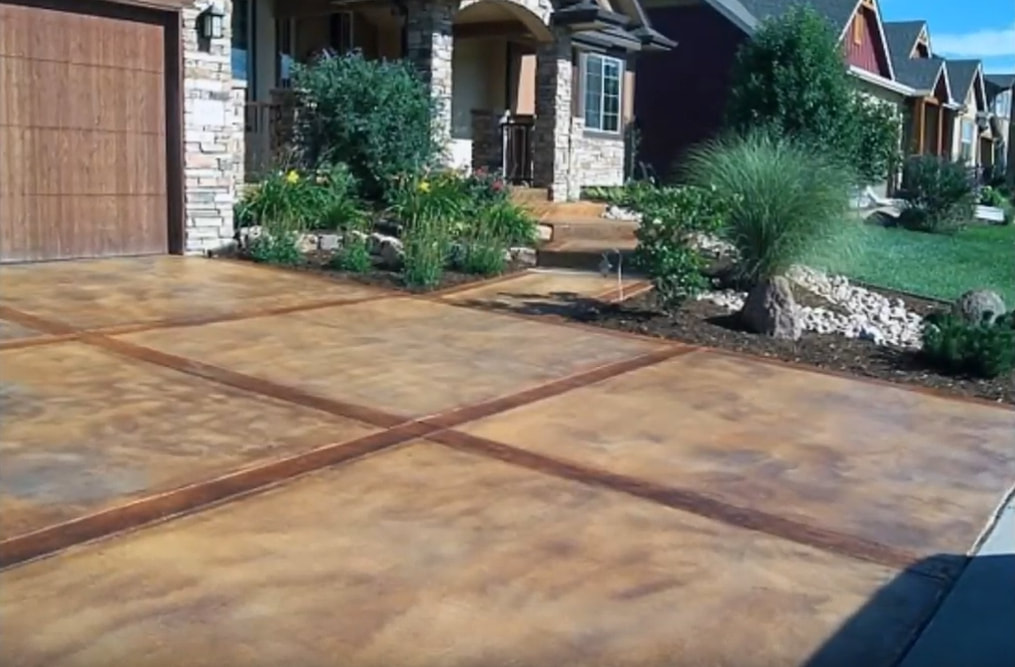picture of a stamped and stained concrete driveway in Kansas City, Missouri